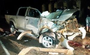 asi-quedo-la-camioneta-en-la-que-fallecieron-los-dos-jovenes-_934_573_1250827