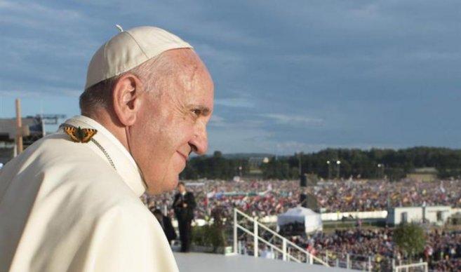 Para el papa, casos de refugiados es la mayor tragedia desde la II Guerra Mundial.