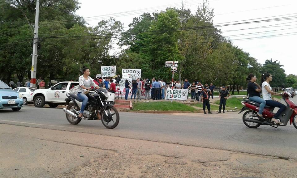 Luguistas amenazan y manifestantes contra enmienda no llegaran hasta El Cerrito. Coronel Oviedo